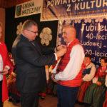 Odznaka dla Lucjana Dymarczyka, fot. Powiat Kaliski