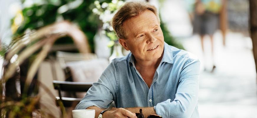 """Koncert – Michał Bajor """"KOLOR CAFE"""". PRZEBOJE WŁOSKIE I FRANCUSKIE"""