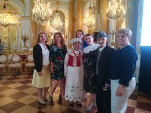 Pani Stanisława z przyjaciółmi i Leonem Lewandowskim, także laureatem nagrody im. O.Kolberga