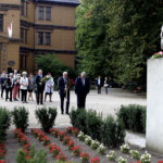 Uroczystość złożenia kwiatów pod pomnikiem Fryderyka Chopina