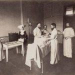 W Szpitalu św. Trójcy w Kaliszu - fotografia z przełomu XIX i XX wieku ze zbiorów MOZK.