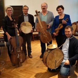 Jury z instrumentami Mateusza Raszewskiego fot. Muzeum w Szydłowcu