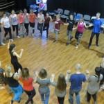 grupa dorosłych tancerzy irlandzkich