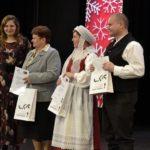 Od prawej: kierownicy Kapeli z Kociny oraz Lutogniewiaków, pani Janina Plichta