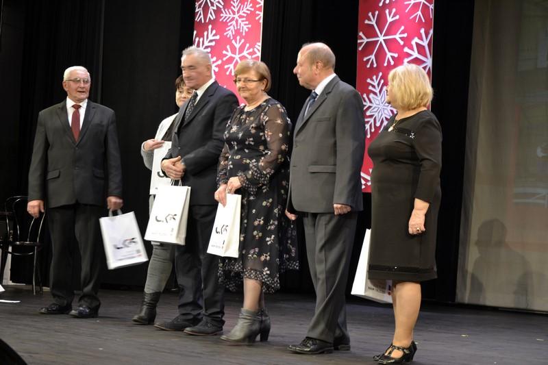 Kierownicy nagrodzonych zespołów w Szreniawie